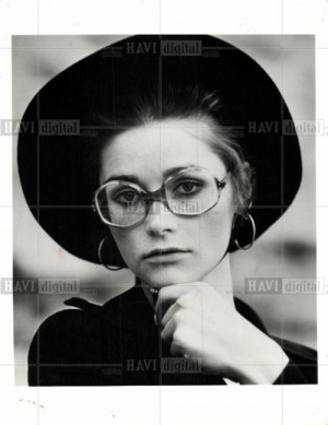 ... fave picture of Margot - the hat, the glasses and the Margot pout