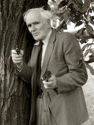 Desmond Llewelyn.
