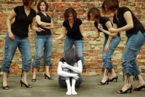 Los tipos de bullying son físico, verbal, gesticular, actitudinal ...