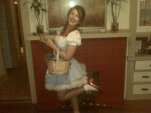 "Jewel Staite's twit - ""Happy Hallowe'en! From Dorothy and Toto!"""