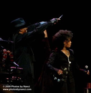 Clarence Clemons, Cindy Mizelle, the E-Street Band, Boston, MA 04/21 ...