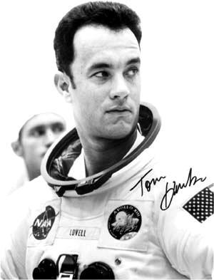 roket Apollo 13 yang dikomandoi oleh astronot Jim Lovell (Tom Hanks ...