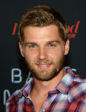 Mike vogel photo 8140