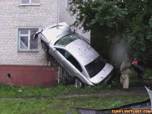 ... /images/2011/05/02/funny-car-accident-building-climb_130434697542.jpg