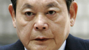 Lee Kun-hee, former Samsung Group chairman, arrives for his trial at a