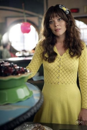 Still of Anna Friel in Pushing Daisies --- I so want this knit yellow ...