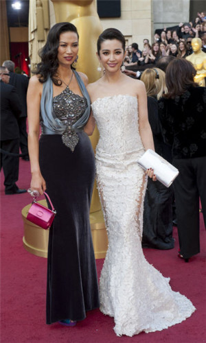 Wendi Deng Murdoch and Li Bingbing Walk Red Carpet at 2012 Oscars ...