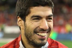 Uruguay Player Luis Suarez Bites Italian Player Giorgio Chiellini ...