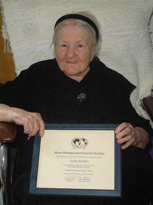 Irena Sendler (1910-2008) nos anos do holocausto e já na última ...