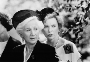 Still of Shirley MacLaine and Olympia Dukakis in Steel Magnolias