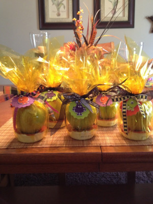 Apples with caramel dip...great gift idea for teachers around ...