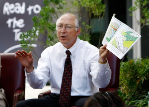 Ken Salazar Interior Secretary Ken Salazar reads to school children at