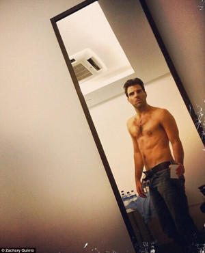Hot Spock! Zachary Quinto shows off impressive abs in shirtless selfie ...