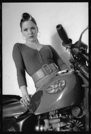 Girls on motorcycles Pics mainly - but comments now allowed.-im2.jpg