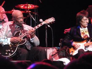 Ron Wood en el festival de Blues en Londres con BB King