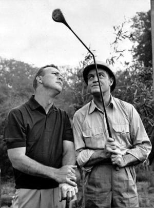 Arnold Palmer (left) and Bob Hope on a movie set in 1962. Keystone ...