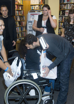 Ricky Martin hugged and thanked a disabled fan for buying his book