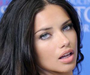 Adriana Lima Modella Senza