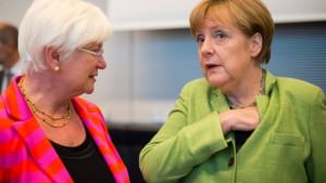 bundeskanzlerin-merkel-und-csu-landeschefin-gerda-hasselfeldt-ein ...