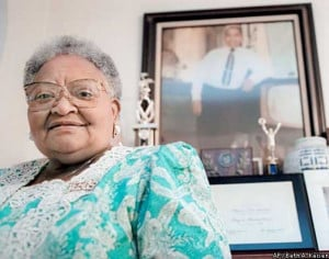 FILE ** Mamie Till Mobley stands before a portrait of her slain son ...