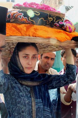 Kareena Kapoor Khan prays at Ajmer Sharif dargah