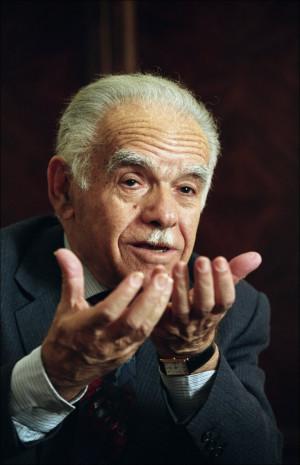 GAMMEL MANN I to perioder var Yitzhak Shamir statsminister i Israel