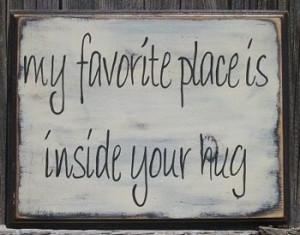 mi lugar favorito es dentro de tus brazos/abrazo
