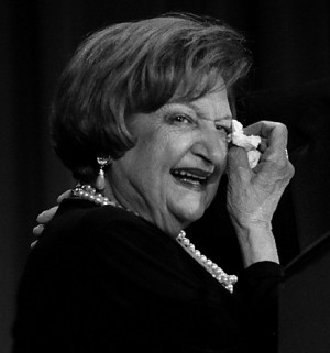 Helen Thomas wipes a tear as she is awarded the first Helen Thomas ...