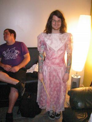 andy hurley in a dress dethdeelerchick666 dec 08 2007 andy hurley ...