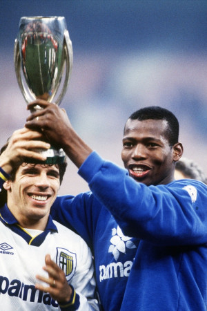 Gianfranco Zola y Faustino Asprilla campeones de Copa Italia con el ...