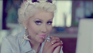 Christina_Aguilera_your_body_video.png