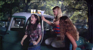Parker-in-Dazed---Confused-parker-posey-388188_599_322.jpg