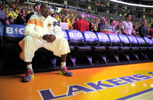 KOBE BRYANT VENTS HIS INJURY FRUSTRATION ON FACEBOOK!