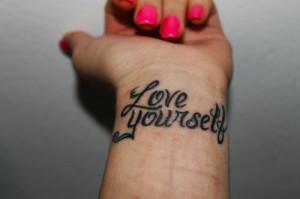 Tatuaje en la muñeca - Love Yourself: amate a ti mismo - Fotolog