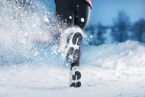 雪地上跑步图片