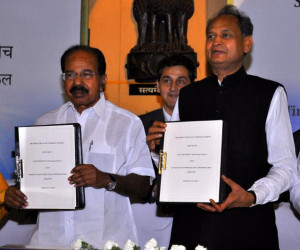 Minister Ashok Gehlot and Union Petroleum Minister Veerappa Moily ...