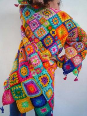 ... Crochet Coats, Crochet Rainbow Granny Square, Creative Crochet, Granny