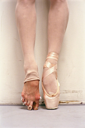 en pointe: is suffering for one's art a myth?