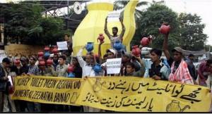 Pakistan Election Jokes - Mujhay Toilet mein rehnay do - Funny ...