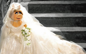 Miss Piggy is preparing to become Queen of Scotland in the event of ...