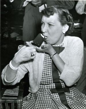 First Lady Mamie Eisenhower enjoying a Good Humor ice cream bar in ...