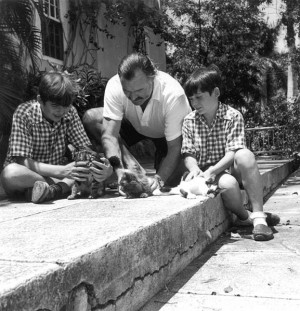 577px-Ernest_Hemingway_with_sons_Patrick_and_Gregory_with_kittens_in ...