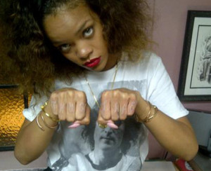 World's Dumbest Finger Tattoos – Rihanna vs. Walmart Guy [Photos ...