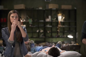 Still of Peyton List and Robbie Amell in The Tomorrow People (2013)