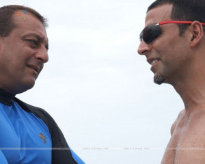 image titled quot Akshay Kumar and Sanjay Dutt seeing each other quot ...