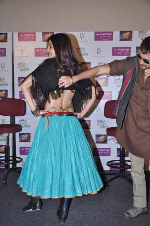 Anushka Sharma shows her sexy tattoo