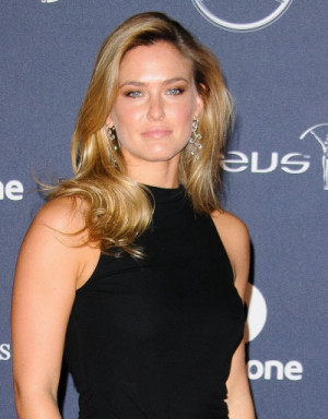 ... Bar Refaeli turned heads with her long blonde hair in retro-style