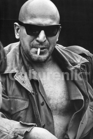 TELLY SAVALAS CIGARETTE 4 x 6 Postcard 232 331