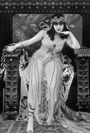 primeiro grande filme sobre cleópatra foi levado às telas em 1917 ...