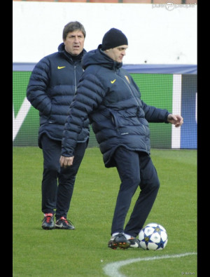 Tito Vilanova en plein entraînement sous les yeux de son adjoint ...
